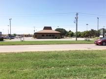 Former Pizza Hut - Enid, OK retail space for lease exterior photo